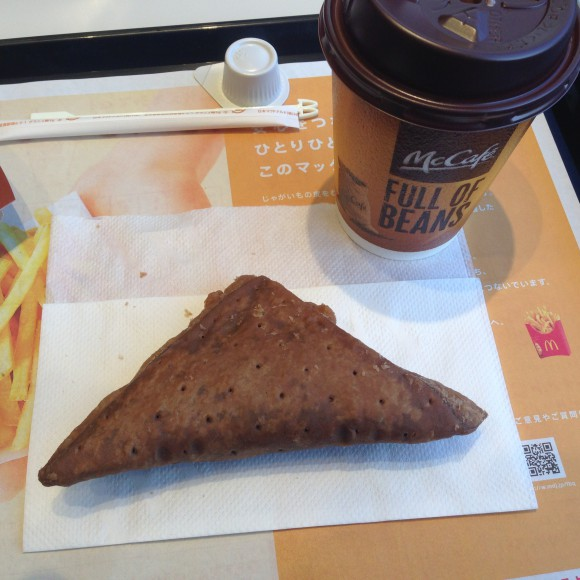 三角チョコパイとマックコーヒー